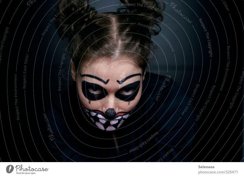 gnihihihi Karneval Halloween Mensch Haare & Frisuren Gesicht Auge Mund Zähne 1 Locken gruselig wild bemalt geschminkt Farbfoto Innenaufnahme Licht Schatten