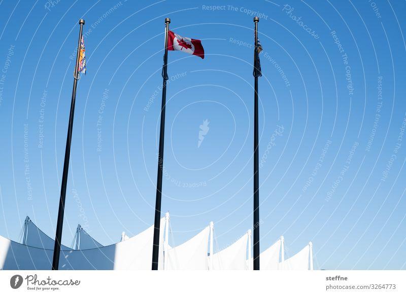 blau-weiß 1 Stadt Architektur Fassade Schönes Wetter Fahne Wolkenloser Himmel Ahornblatt Kanada Patriotismus Vancouver