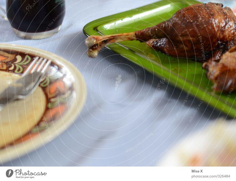 Keule Lebensmittel Fleisch Ernährung Abendessen Festessen Wein Geschirr Essen Feste & Feiern Erntedankfest lecker Völlerei Gänsebraten Gans Ente Skelett