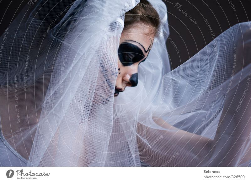 . Mensch Frau dunkel Gesicht Erwachsene Traurigkeit feminin Tod Trauer gruselig Schmerz Karneval Halloween Beerdigung Rockabilly Trauerfeier