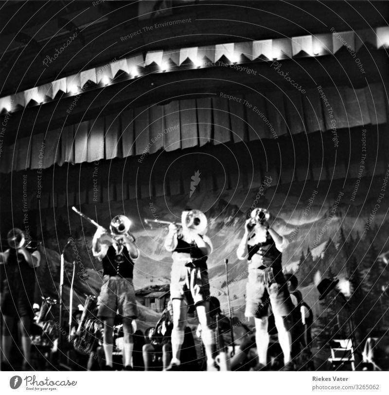 Kapelle Nachtleben Musik Feste & Feiern Konzert Bühne Band Orchester Arbeit & Erwerbstätigkeit Trompete Krachlederne Tracht 1950er Jahre Volksmusik