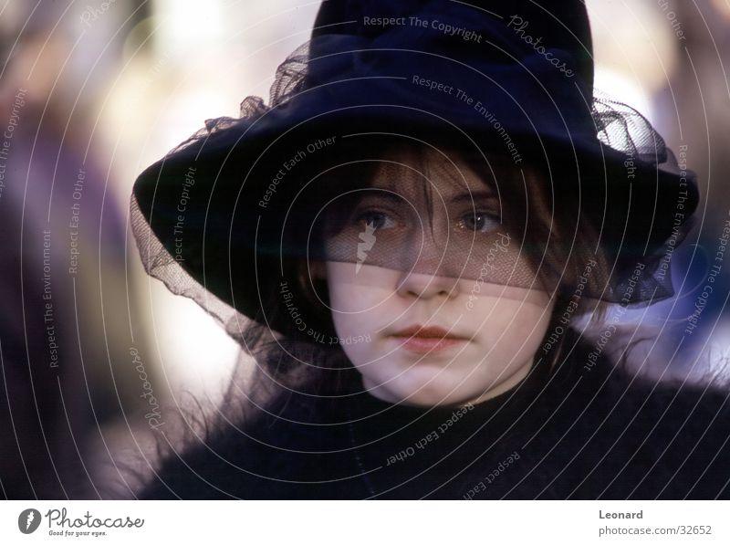 Karneval Frau Mädchen schwarz Auge Hut Schleier