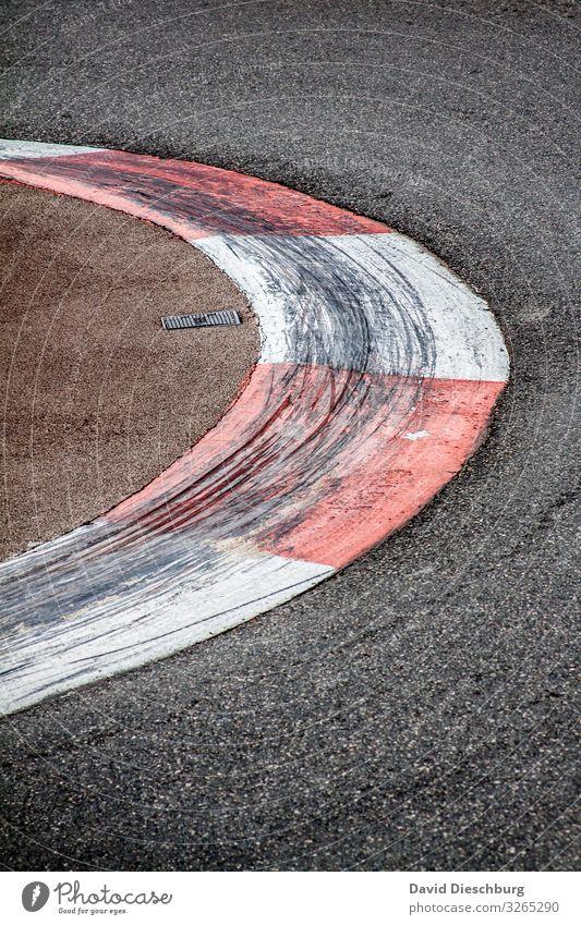 Brettern für den Klimawandel Verkehr Verkehrsmittel Straßenverkehr Autofahren Sportwagen Kontrolle Umweltschutz Ziel Formel 1 Rennbahn CO2-Ausstoß Hochformat
