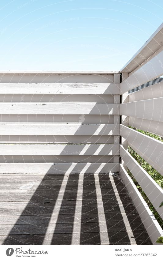 Shadow graphics Ferien & Urlaub & Reisen Frühling Sommer Dänemark Ferienhaus Balkon Terrasse Holz Streifen ästhetisch Freundlichkeit blau weiß Frühlingsgefühle
