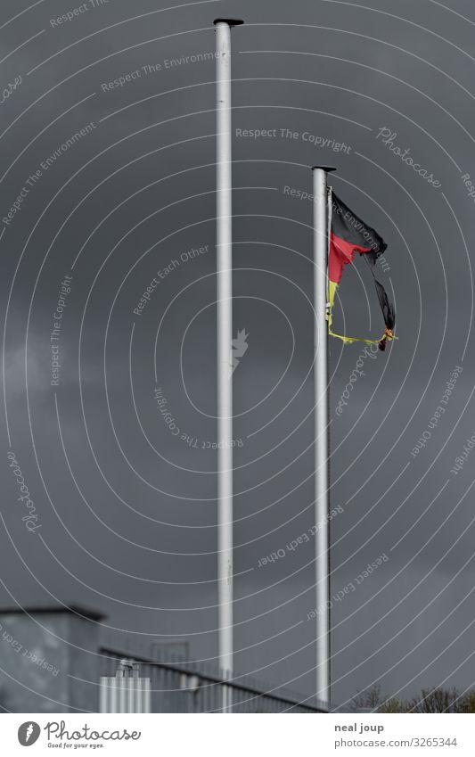 Goodbye Deutschland schlechtes Wetter Unwetter Sturm Industrieanlage Stahl Zeichen Deutsche Flagge alt bedrohlich kaputt trashig gold rot schwarz Zukunftsangst