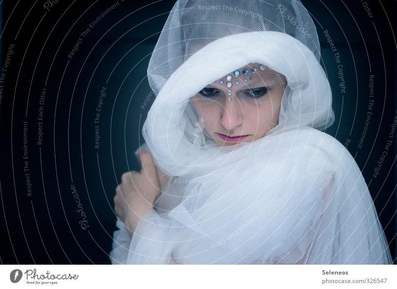 Eiszeit Mensch Frau Winter kalt Gesicht Erwachsene feminin träumen glänzend Haut Kosmetik frieren Schminke Sorge Märchen Fantasygeschichte