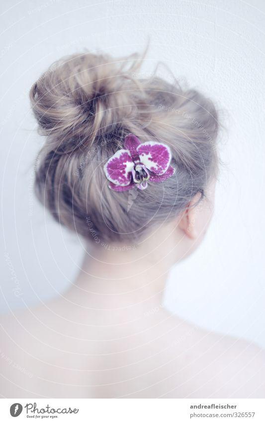Blumenmädchen schön Körperpflege Haare & Frisuren Gesundheit Übergewicht Erholung ruhig feminin Junge Frau Jugendliche 1 Mensch 18-30 Jahre Erwachsene Pflanze