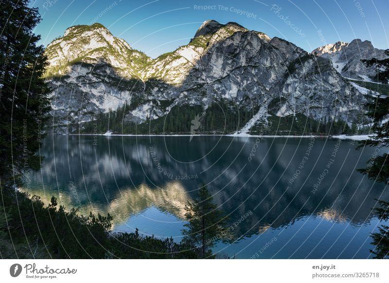 Blau Ferien & Urlaub & Reisen Natur blau Landschaft ruhig Berge u. Gebirge kalt Tourismus See Felsen Idylle Schönes Wetter Italien Alpen Wolkenloser Himmel