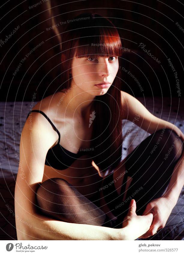 Rot in Schwarz Mensch Junge Frau Jugendliche Körper Haut Kopf Haare & Frisuren Gesicht Brust 1 18-30 Jahre Erwachsene Strumpfhose Unterwäsche Accessoire