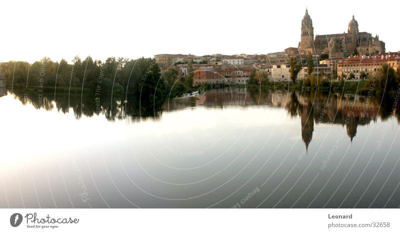 Salamanca Himmel Stadt blau Wasser Baum Haus Gebäude groß Europa Turm Fluss Spanien Panorama (Bildformat) Dom Kuppeldach