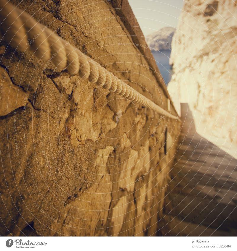 """""""...und das bei der hitze!"""" Umwelt Natur Urelemente Wasser Himmel Schönes Wetter Felsen Meer gehen Treppe Seil Halterung Griff Geländer Stein Steinmauer"""