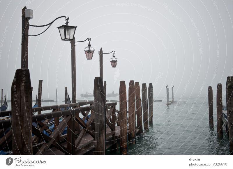 nebbioso gennaio Ferien & Urlaub & Reisen Stadt Meer Winter kalt Lampe Wetter Nebel Tourismus Insel Italien Hafen Straßenbeleuchtung Schifffahrt Anlegestelle Sightseeing