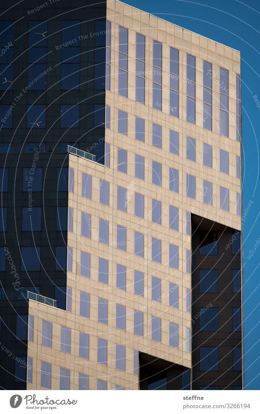 Fassade I Stadt Haus Hochhaus Wolkenloser Himmel Geometrie Abendsonne Vancouver Licht & Schatten Moderne Architektur