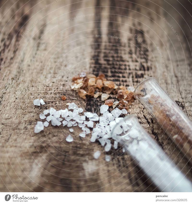 die mischung macht´s Kräuter & Gewürze Ernährung Holz Glas genießen braun weiß Zucker Salz Kandiszucker Reagenzglas Holzbrett rustikal Würzig mischen grobkörnig