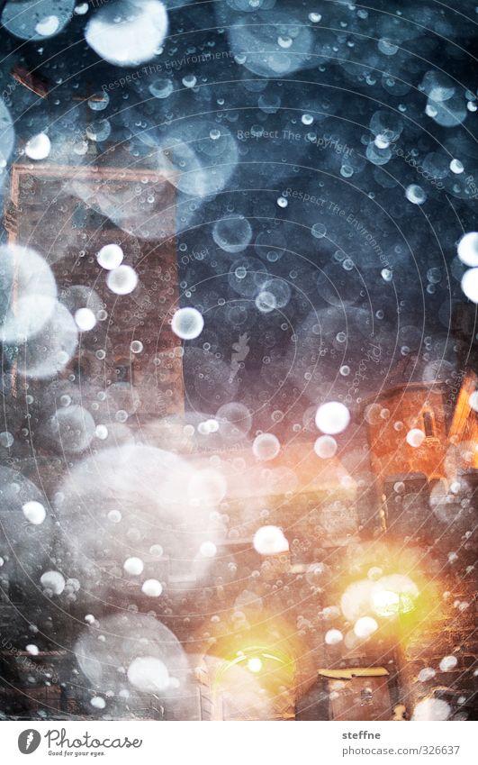 Schneegestöber Wetter Schneefall ästhetisch außergewöhnlich kalt Schneeflocke Wartburg Winter Luftblase traumhaft Farbfoto Nacht Blitzlichtaufnahme