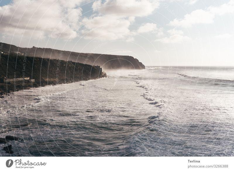 Naturgewalt Umwelt Landschaft Urelemente Wasser Schönes Wetter Wellen Küste Meer ästhetisch bedrohlich dunkel Ferne Unendlichkeit maritim positiv wild Stimmung