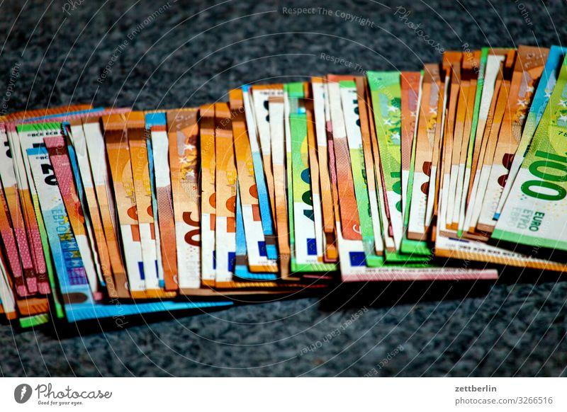 Geldscheine Bankgebäude Geldinstitut Bargeld bestechung bezahlen Einkommen Einnahme Euro Eurozeichen Kapitalwirtschaft korruption papiergeld Schwarzgeld