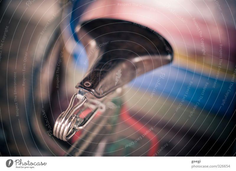 Sitzgelegenheit Fahrrad mehrfarbig Sattel Fahrradsattel Ledersattel altehrwürdig Fahrradausstattung Rikscha Farbfoto Außenaufnahme Menschenleer Tag