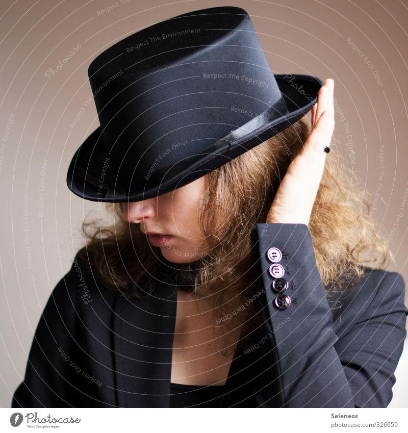 gut behütet Mensch feminin Frau Erwachsene Haut Kopf Haare & Frisuren Nase Mund Lippen Hand Finger 1 Hut blond Locken elegant Zylinder Knöpfe Farbfoto