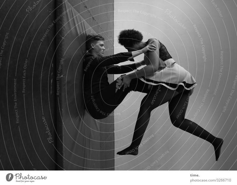 Janis & Ansiré Raum Matten Sport Fitness Sport-Training Akrobatik maskulin feminin Frau Erwachsene Mann 2 Mensch Theaterschauspiel Schauspieler Hose Kleid