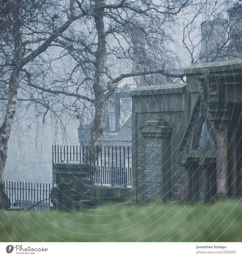 Glasgow fog VII Großbritannien Schottland Stadt Haus Bauwerk Architektur alt ästhetisch dunkel trist grau Nebel ungewiss unklar verdeckt trüb historisch
