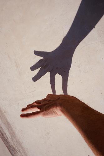 Mensch Hand Straße Hintergrundbild Körper Haut Arme Finger Symbole & Metaphern Entwurf minimalistisch gestikulieren sehr wenige Handfläche