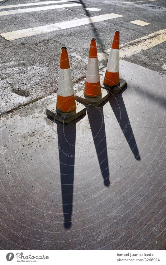 Straße Arbeit & Erwerbstätigkeit gefährlich Hinweisschild Zeichen Information Sicherheit Symbole & Metaphern Beratung Barriere Geborgenheit Vorsicht Reparatur