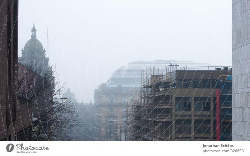 Glasgow fog II alt Stadt Baum Haus Winter dunkel kalt Architektur Gebäude grau Nebel trist Hochhaus leer Beton ästhetisch