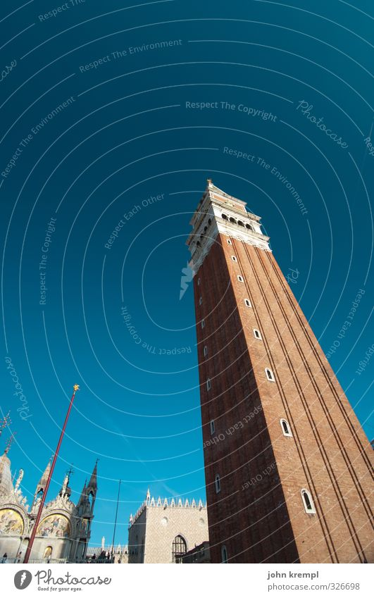 die längste praline der welt Wolkenloser Himmel Venedig Italien Hafenstadt Stadtzentrum Altstadt Haus Palast Turm Bauwerk Architektur Sehenswürdigkeit