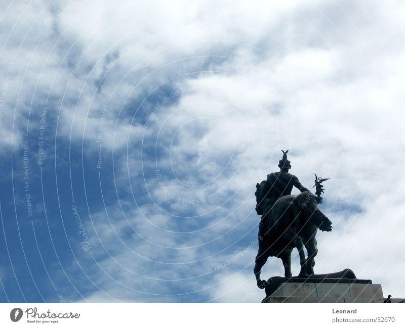 Reiter Krieger Mann Pferd Wolken Kunst Skulptur Spanien Handwerk Himmel
