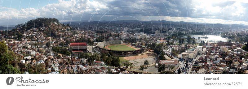Antananarivo 2 Stadt Panorama (Aussicht) Gebäude Haus Hügel Wolken Sonnenuntergang Baum Palast Horizont See Park Afrika Moral Berge u. Gebirge Stadium groß