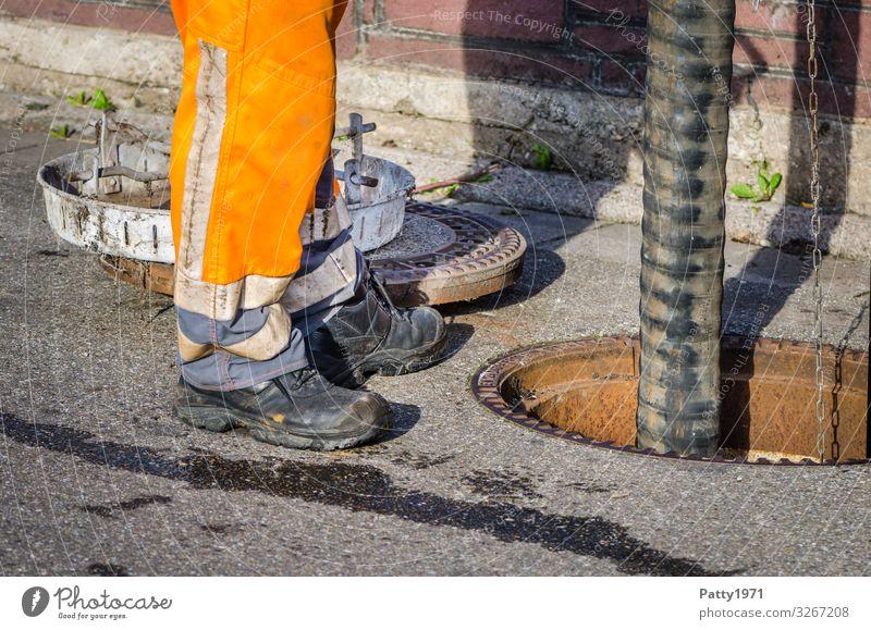 Kanalreinigung Arbeit & Erwerbstätigkeit Beruf Kanalarbeiter Industrie Technik & Technologie Reparatur Abwasserkanal Reinigen dreckig Business Farbfoto