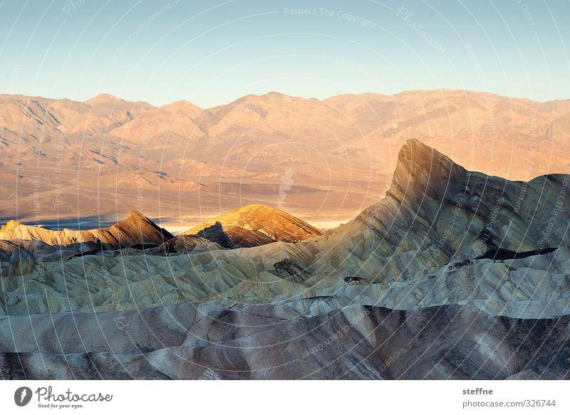 Haifischflosse Umwelt Natur Landschaft Himmel Sonnenaufgang Sonnenuntergang Sonnenlicht Frühling Schönes Wetter Felsen Berge u. Gebirge Gipfel Schlucht