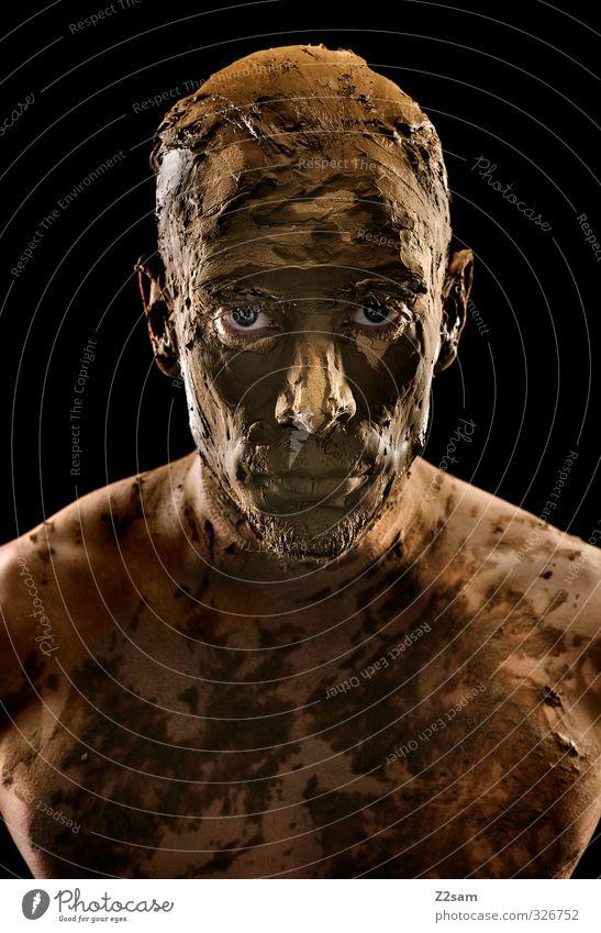 versteinert Jugendliche Erwachsene dunkel Junger Mann Senior 18-30 Jahre Traurigkeit Holz Stein Sand braun maskulin Kraft dreckig Erde bedrohlich