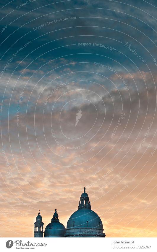 Himmelstörtchen Glück Religion & Glaube Horizont Tourismus ästhetisch Kirche Wandel & Veränderung Lebensfreude Hoffnung Romantik Italien Kitsch Bauwerk