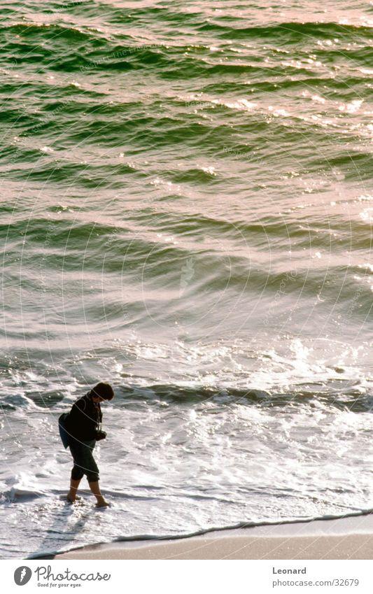 Strand Frau Meer Wellen Küste Mensch Wasser Farbe Sonne Sand