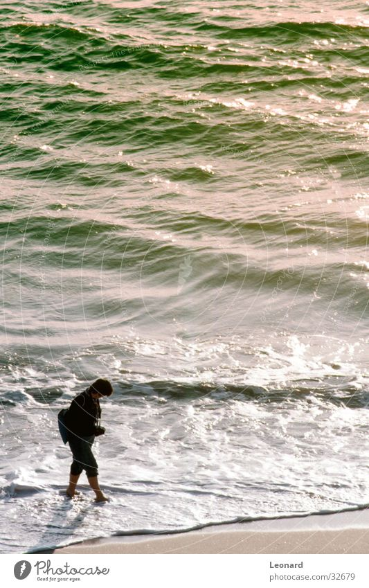 Strand Frau Mensch Wasser Sonne Meer Strand Farbe Sand Küste Wellen