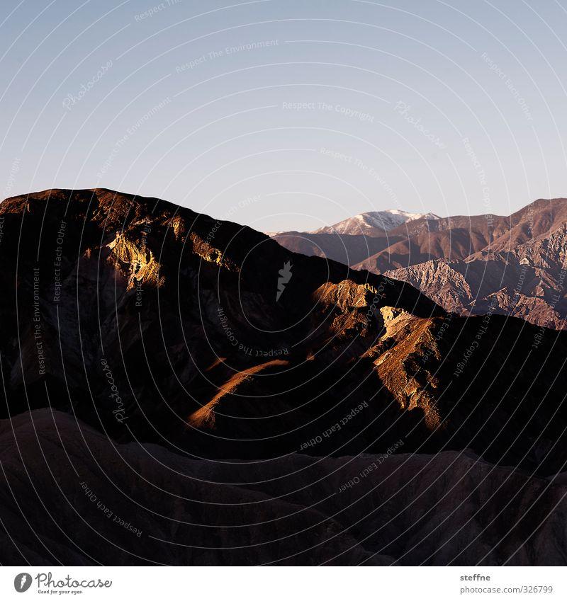 Todestaliger Morgen Natur Landschaft Wolkenloser Himmel Sonnenaufgang Sonnenuntergang Sonnenlicht Schönes Wetter Hügel Felsen Berge u. Gebirge Schlucht