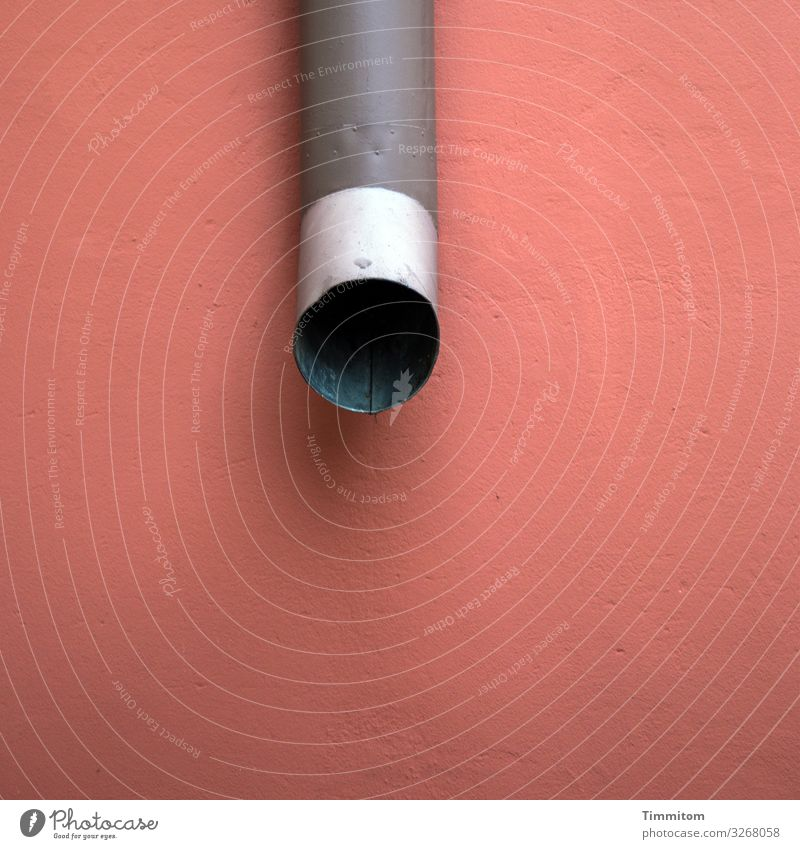 Dickes Rohr rot schwarz Wand Gefühle Gebäude Mauer grau Metall ästhetisch groß einfach Beton Röhren silber Belüftung Abluft