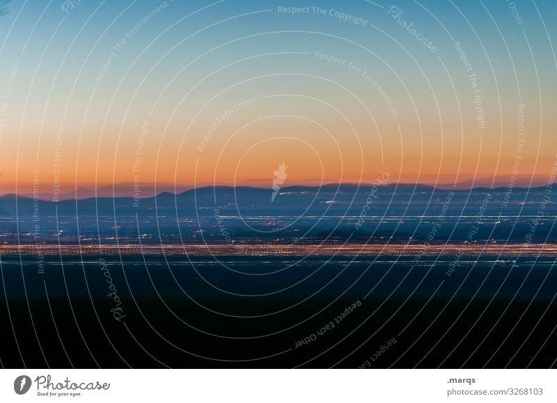 Bewegter Kaiserstuhl in der Dämmerung Abend Landschaft Bewegung Horizont Wolkenloser Himmel Schönes Wetter lichter Streifen Berge u. Gebirge Langzeitbelichtung