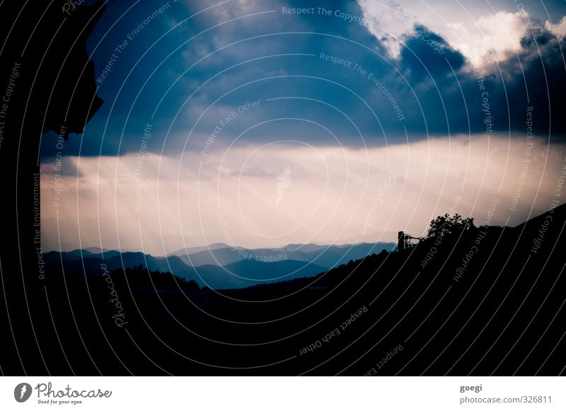 Luftperspektive Himmel Sonne Landschaft Wolken Berge u. Gebirge Umwelt Horizont Wetter leuchten ästhetisch fantastisch Klima Warmherzigkeit Hügel Glaube Urwald