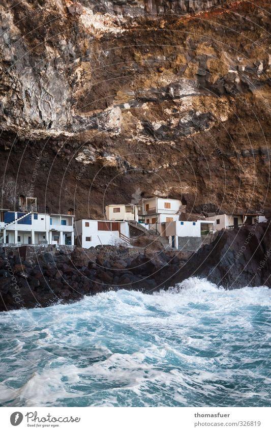 Fluchtpunkt Ferien & Urlaub & Reisen Wasser Sommer Meer Haus Küste Gebäude Felsen außergewöhnlich Wellen Erde Insel Schönes Wetter Ausflug Abenteuer bedrohlich