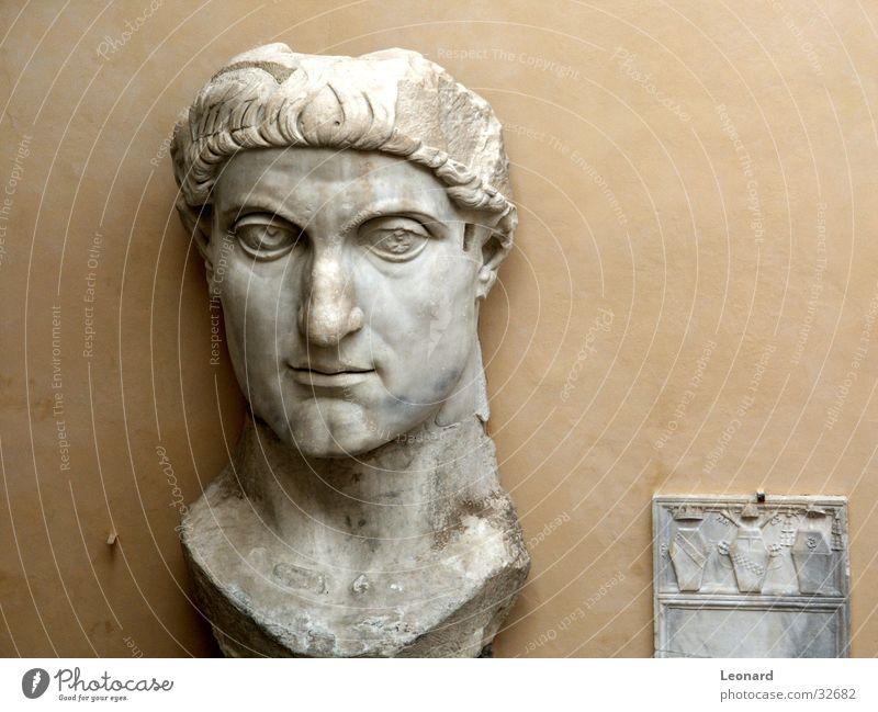 Gesicht Mann Stein Gebäude Kunst Handwerk historisch Skulptur Rom Ausstellung Schädel Bildhauerei