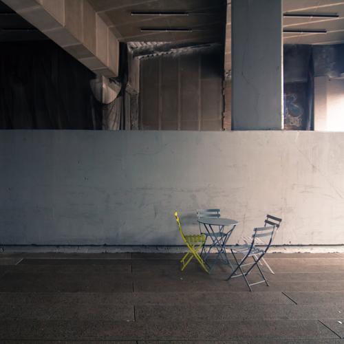 grüne Minderheit Stadtrand Mauer Wand sitzen stehen New York City high line Brücke unterirdisch Stuhl Sitzreihe Außenseiter Sitzgelegenheit Tisch Pause Erholung