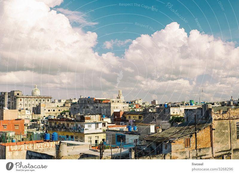 Blick auf die Dächer von Havanna, Kuba Lifestyle schön Erholung Sonne Haus Landschaft Himmel Wolken Kleinstadt Stadt Skyline Gebäude Architektur Fassade Dach