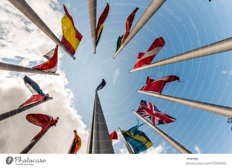 Europäische Flaggen Fahne Froschperspektive Europa Politik & Staat Perspektive viele Fahnenmast Freiheit Stolz Macht Zusammenhalt Wahlen weltweit Nationalflagge