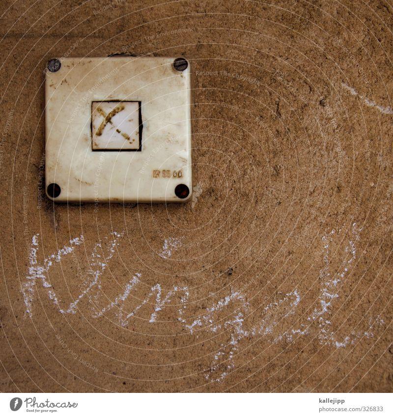 klingelton Haus Wand braun Häusliches Leben Schriftzeichen Eingang Kreide Knöpfe Klingel