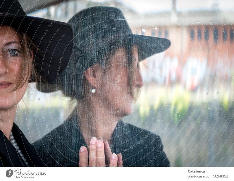 Multi-Mix   Usertreffen Frau Mensch blau schön grün Hand Haus Freude Fenster schwarz Erwachsene Wand feminin Mauer orange Kopf