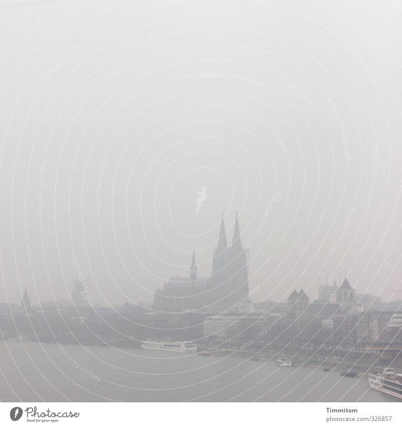 """Karl in Köln: """"Wettermäßig, ..."""" Stadt Gefühle grau Wasserfahrzeug trist Ausflug Skyline Sehenswürdigkeit schlechtes Wetter Rhein Kölner Dom"""
