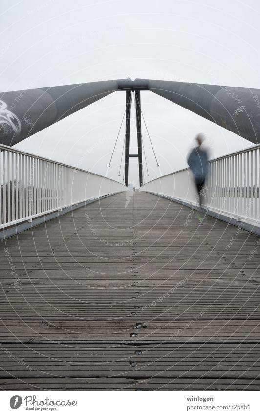 Joggerin Mensch feminin Sport Bewegung Architektur Deutschland Körper Kraft laufen Lifestyle modern Geschwindigkeit Energie Brücke Laufsport Fitness